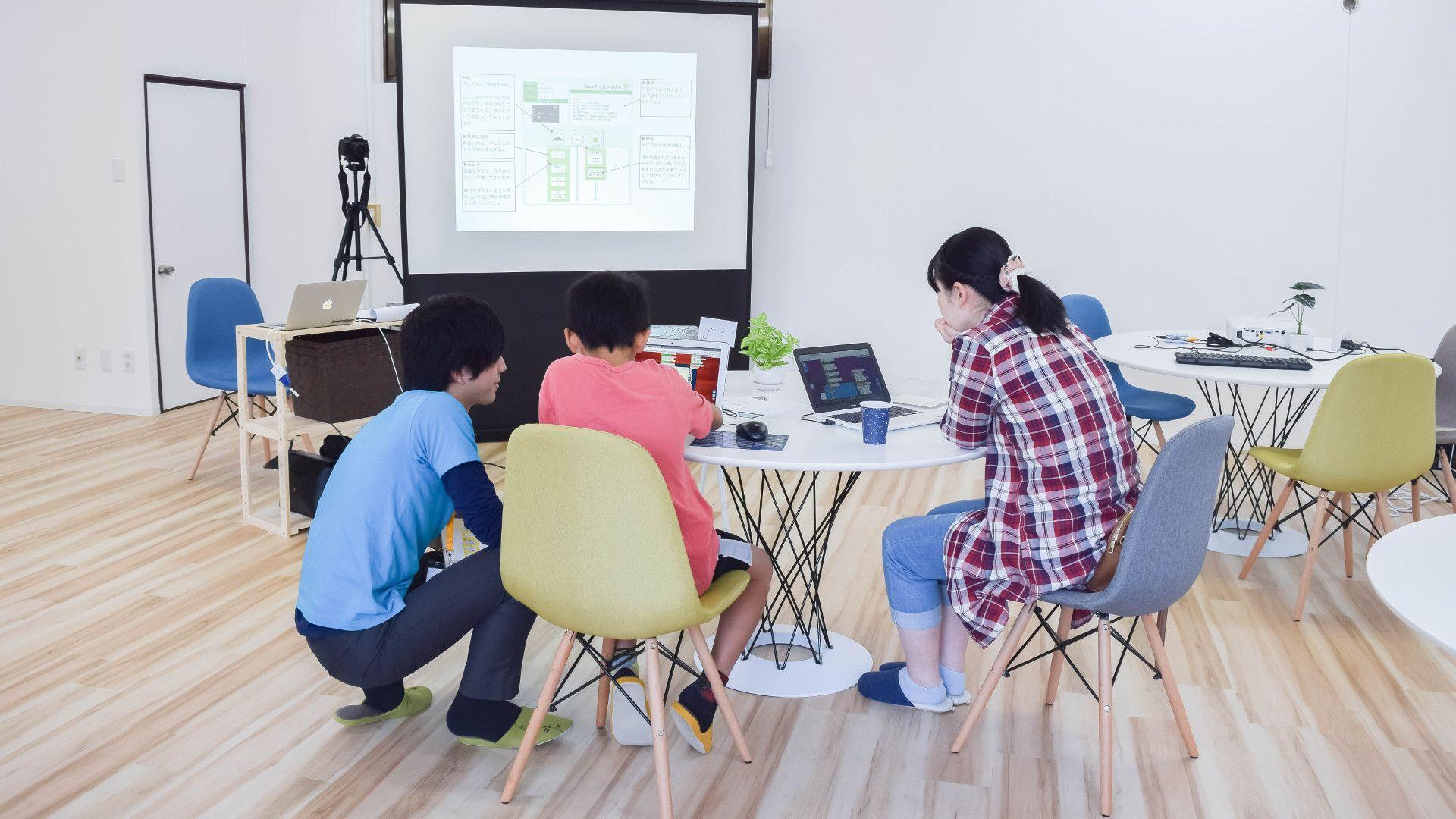 スタートプログラミング教室内